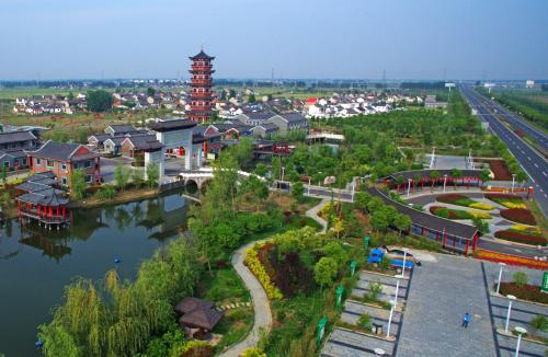 依托特色小镇建设推动产业高质量发展