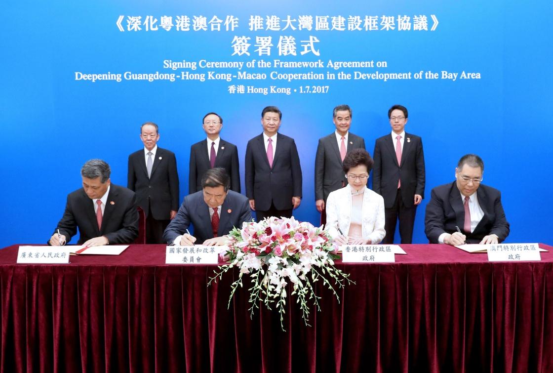 习近平出席《深化粤港澳合作 推进大湾区建设框架协议》签署仪式