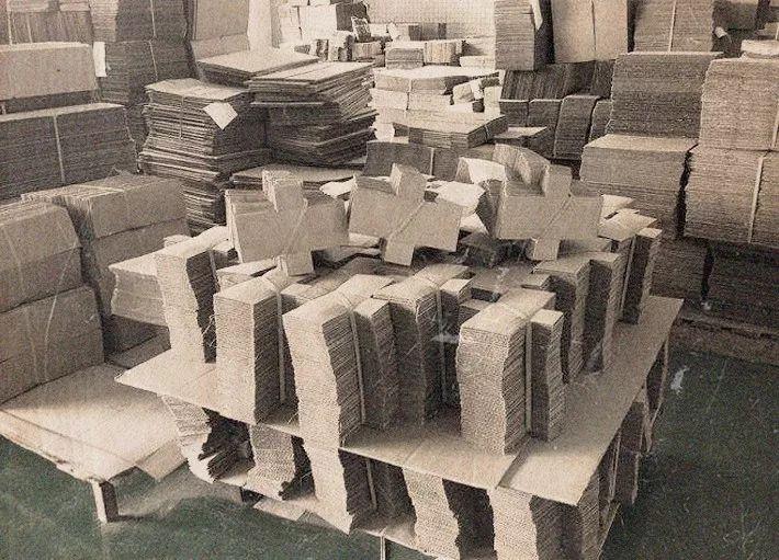 """纸箱厂成为全县首家""""三来一补""""企业"""