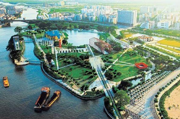 """1999年""""工业立市""""的发展战略"""
