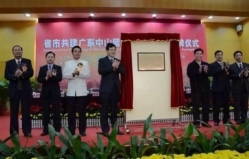 2012年11月省政府同意深中通道采用东隧西桥方案,珠江西岸的登陆点设在马鞍岛,标志着深中通道理论上落户中山。